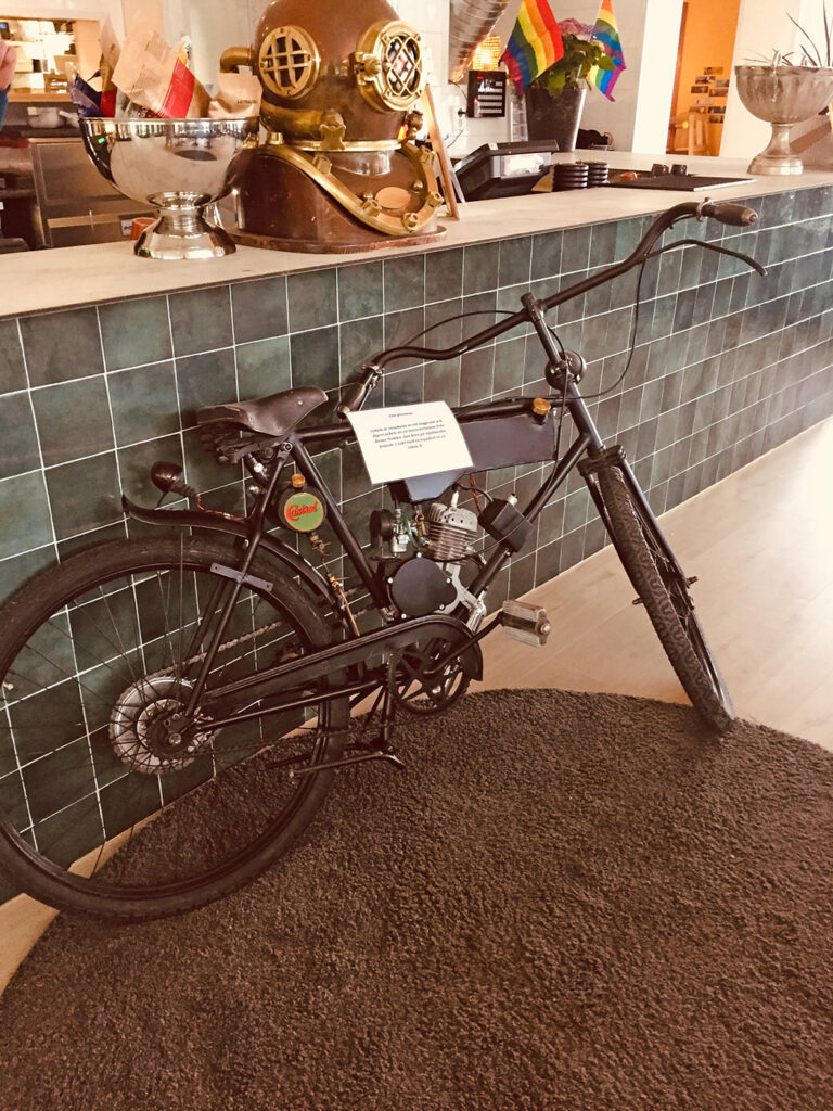 Cykel med påhängsmotor.